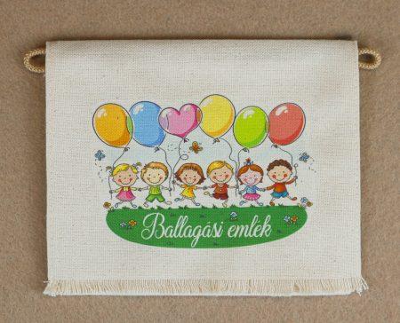 Gyerekek lufikkal, nyers színű vászon ballagó tarisznya, évszám nélkül (más alapanyag is választható)
