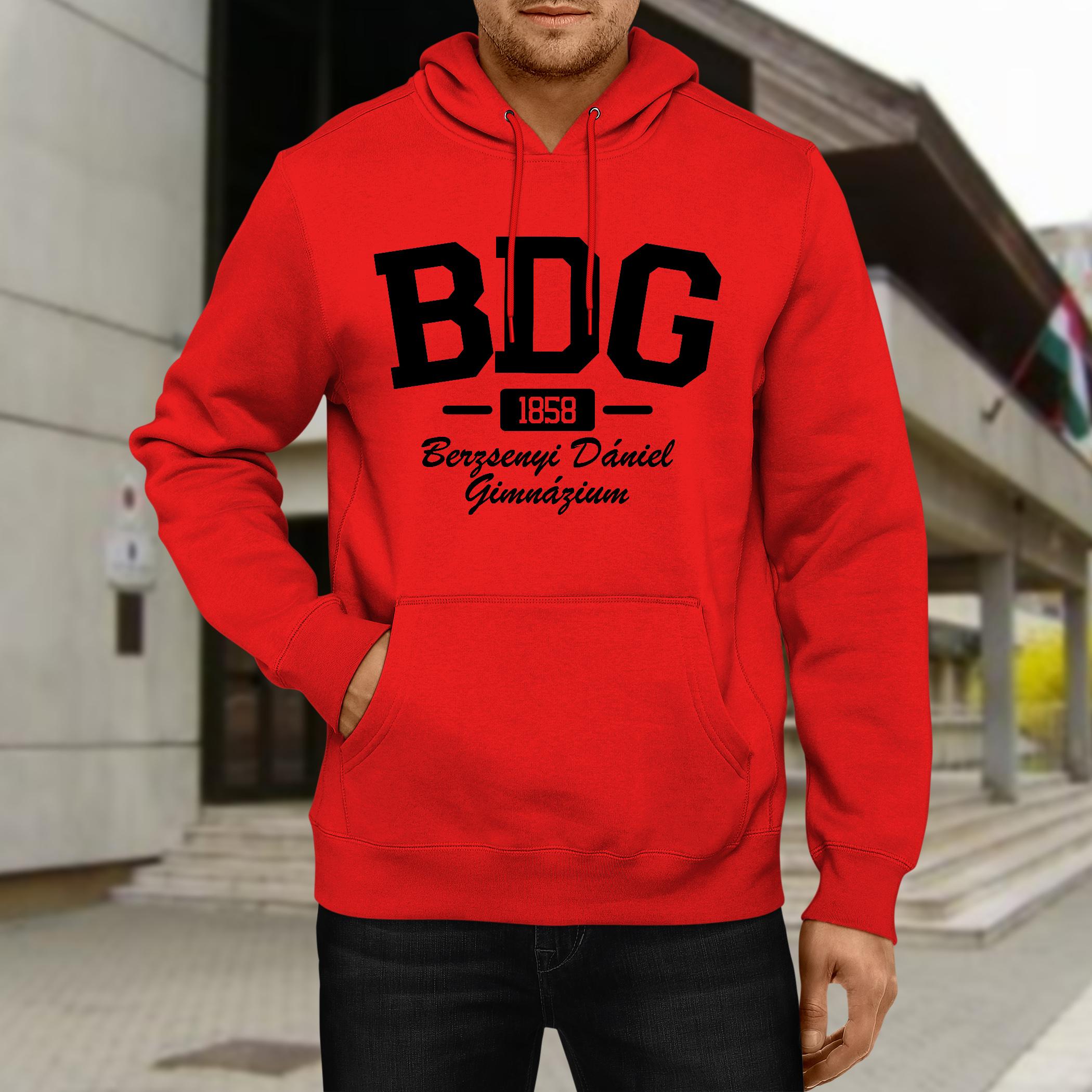 Piros pulóver fekete nyomattal